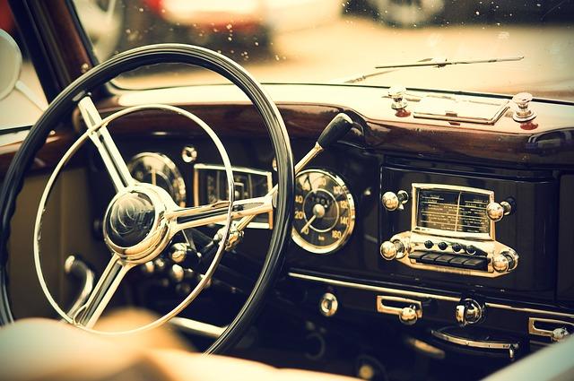 Interiér starého auta.jpg