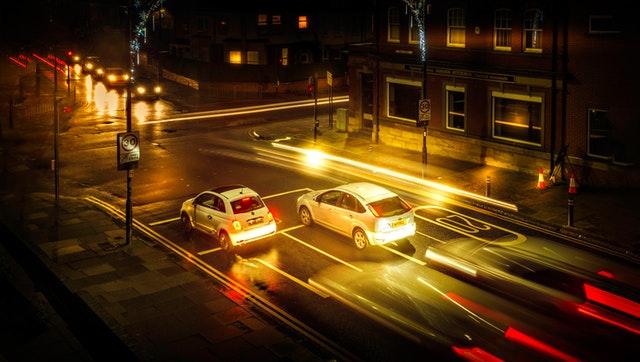 autá v noci.jpg