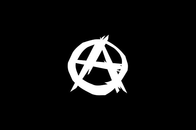 A v kruhu, anarchia