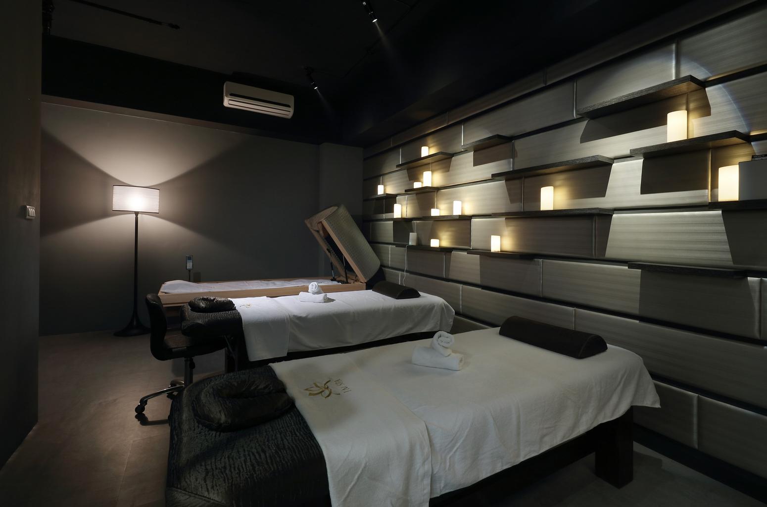 postele na masáž
